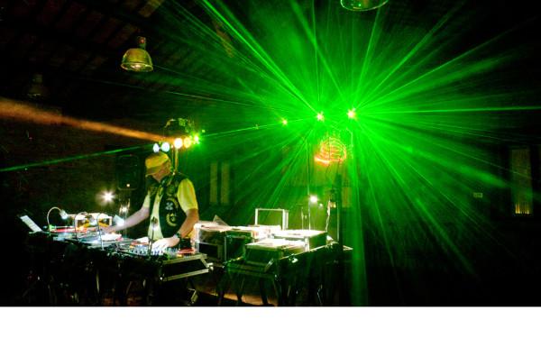 musica + laser e luci per la festa